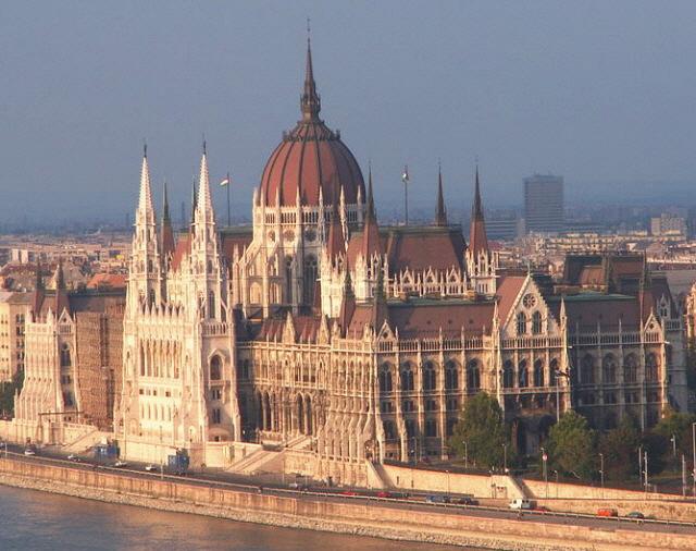 Budapest storica visita del parlamento della basilica for Foto del parlamento