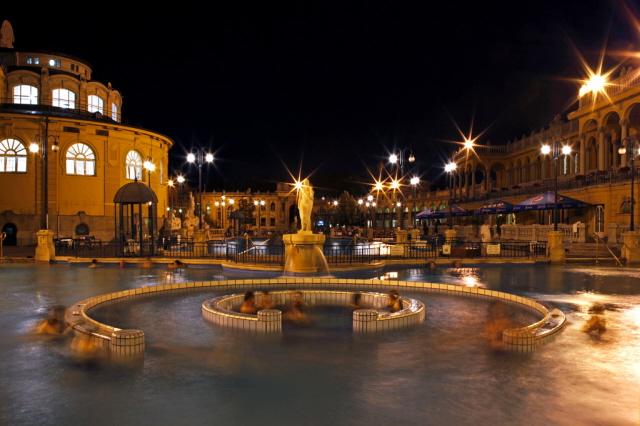 Bagni termali di budapest - Hotel con piscine termali all aperto ...
