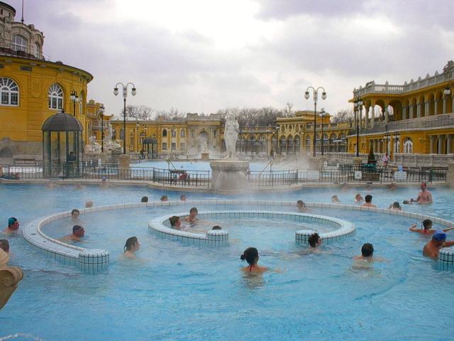 Ba os termales en budapest - Terme di venturina prezzi piscina ...
